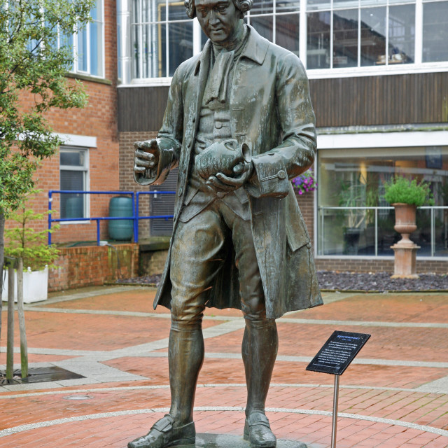 """Statue of potter Josiah Wedgwood outside the visitor centre at the Wedgwood factory Barlaston, Stoke-on-Trent, Staffs"" stock image"