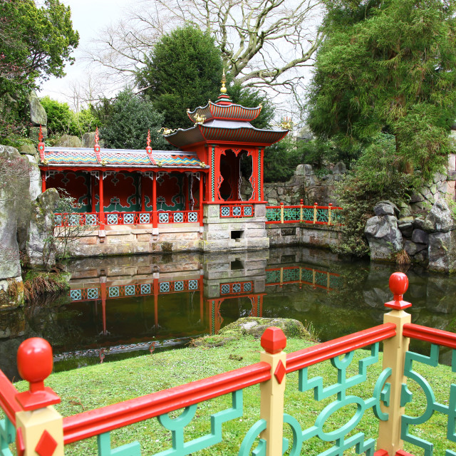 """""""A pagoda next to the lake in the Chinese Garden at Biddulph Grange, Stoke-on-Trent, North Staffs., Staffordshire, England, UK"""" stock image"""
