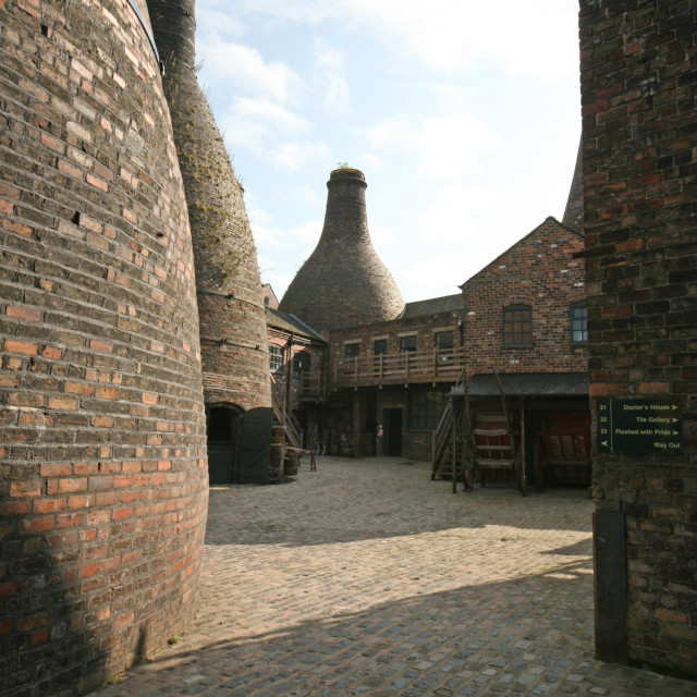 """""""A view of the Gladstone Pottery Museum in Longton Stoke-on-Trent Staffs showing the bottle ovens or kilns"""" stock image"""