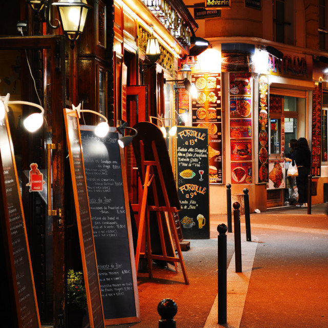 """Famed for its nightlife Paris has about 40 000 restaurants"" stock image"