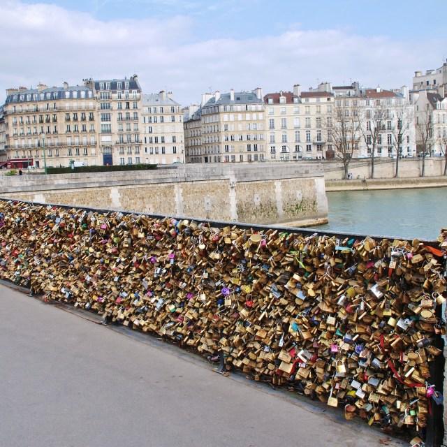 """""""Padlocked love, Paris"""" stock image"""