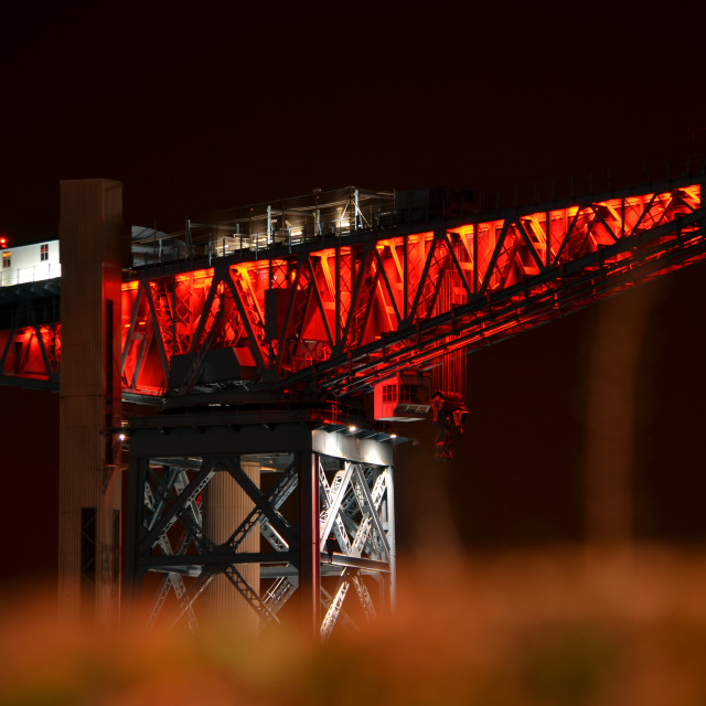 """Clydebank's Titan Crane lit up in ""poppy red"" to mark the Centenary of World War 1. 0029"" stock image"