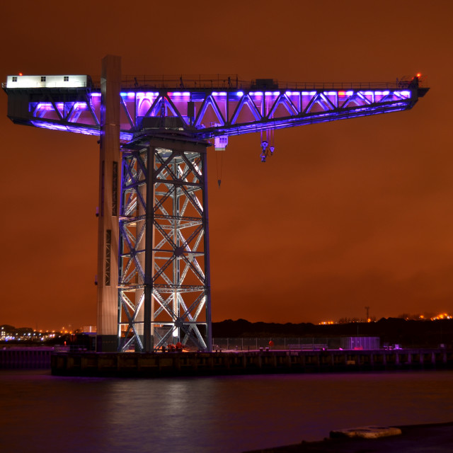 """""""The Clydebank Titan Crane lit up purple and white to mark Holocaust Memorial Day. 0030"""" stock image"""