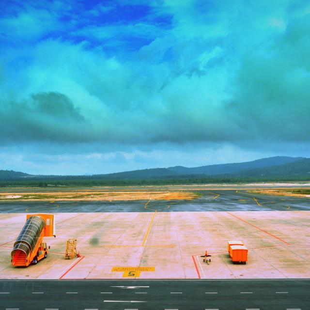 """""""Awaiting the aircraft"""" stock image"""