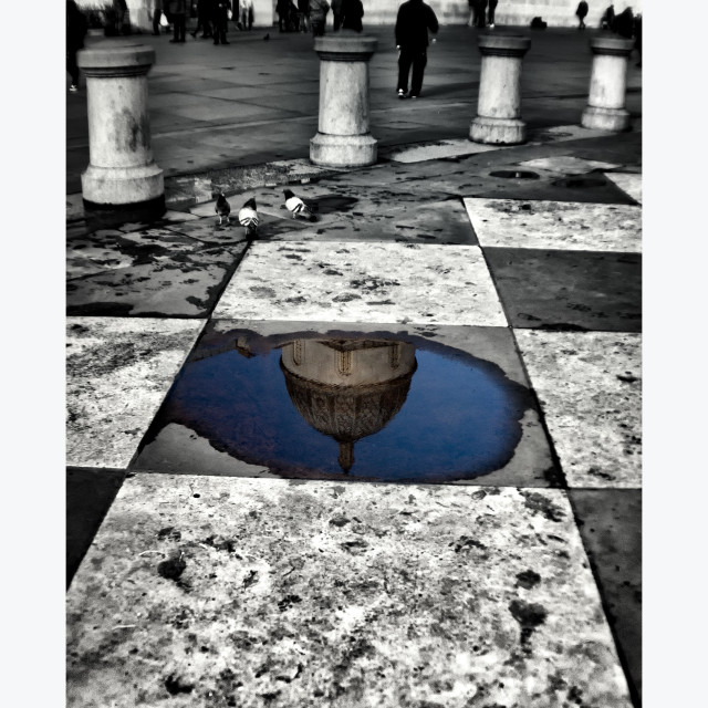 """""""National Gallery Reflection In A Puddle - Colour Popped"""" stock image"""