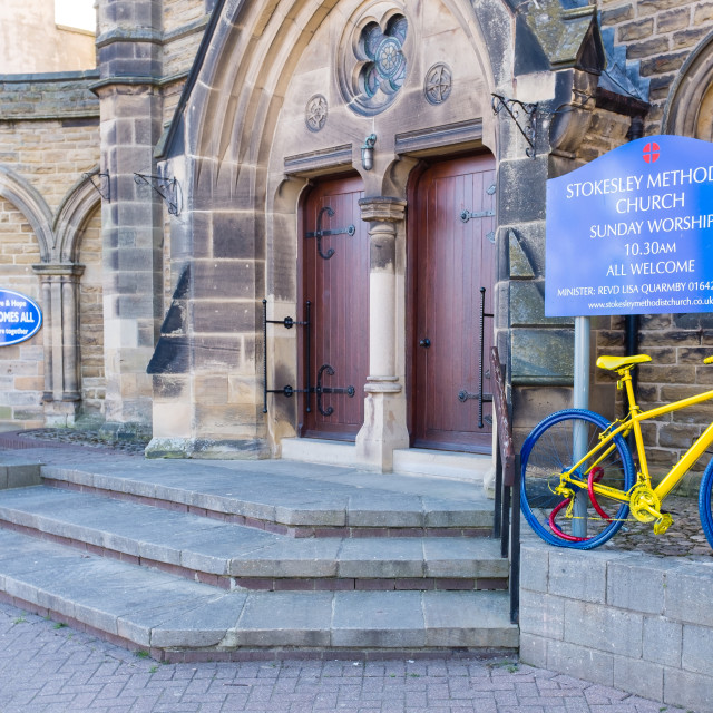 """Tour de Yorkshire 2016 a painted bicycle outside a church in the North Yorkshire town of Stokesley wide 2"" stock image"