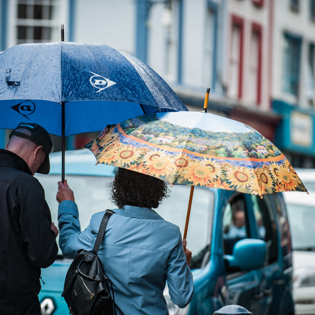 """Aberystwyth, Ceredigion, West Wales, UK Weather Monday 1st August 2016: With a forecast of rain for the best part of the week the holiday makers in Aberystwyth aren't letting it dampen their sprits as they are still intent on enjoying the seaside."" stock image"