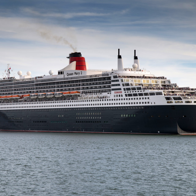 """""""Queen Mary 2 leaving Southampton"""" stock image"""