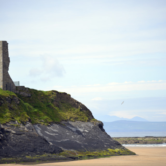 """""""ballybunion castle on the cliffs of a beautiful beach"""" stock image"""
