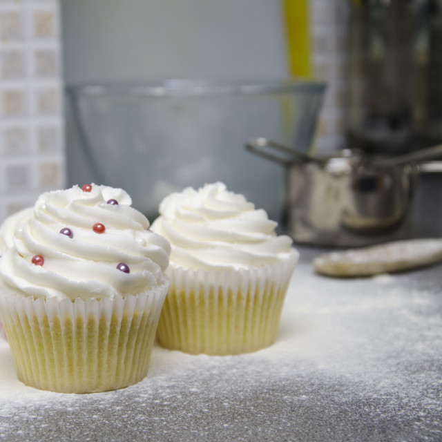 """3 Cupcakes in the Kitchen"" stock image"