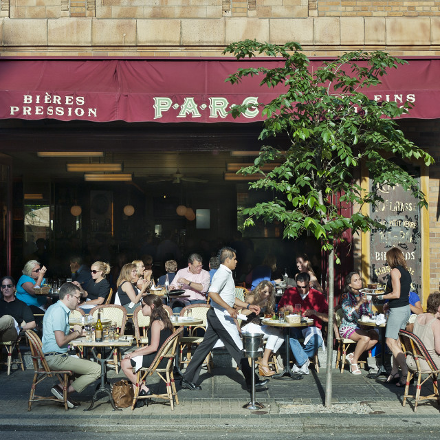 """Diners enjoy sidewalk seating at a Philadelphia restaurant, Pennsylvania, USA"" stock image"