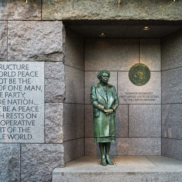 """""""Bronze statue of First Lady Eleanor Roosevelt standing before the United Nations emblem honors her dedication to the UN, Franklin Delano Roosevelt memorial, Washington DC, USA"""" stock image"""