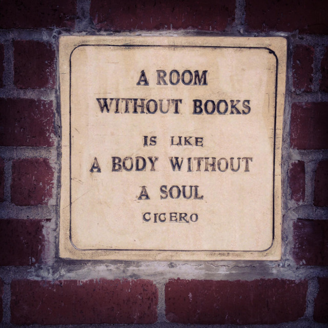 """""""Cicero quote inlaid in bookstore wall"""" stock image"""