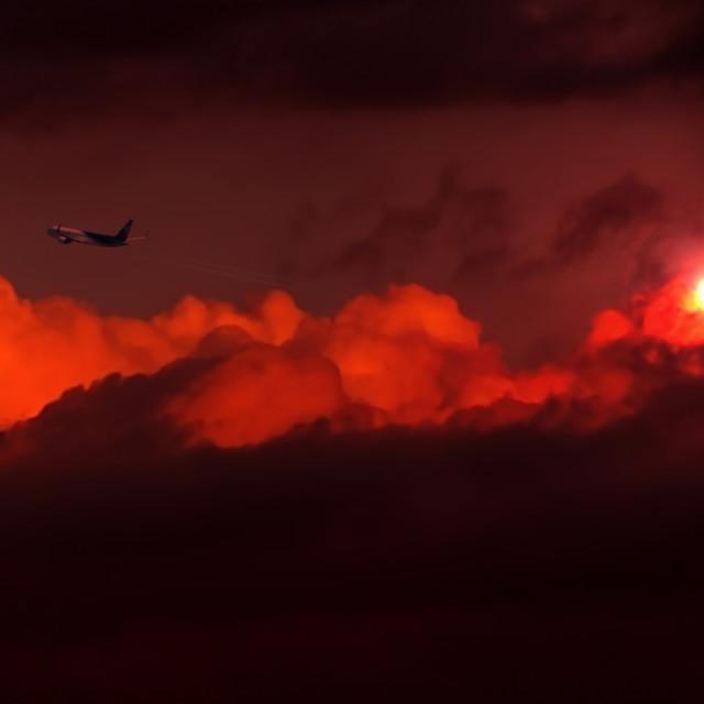 """""""Nubes con sol y avión"""" stock image"""