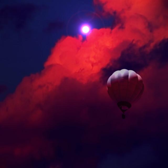 """Nubes con globo aerostático"" stock image"