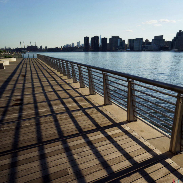 """""""Gantry Plaza Estate Park, Long Island City coast, the East River and view of the Manhattan skyline"""" stock image"""