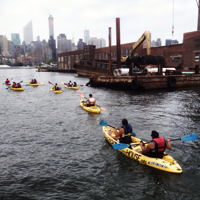 """""""Long Island City Kayak club organize trips on the East River for beginners every weekend, from LIC to Williamsburg"""" stock image"""