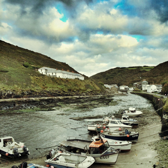 """""""Stormy skies over Boscastle harbour, Cornwall"""" stock image"""
