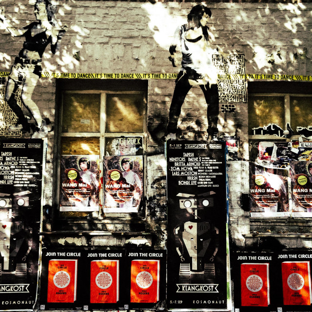 """""""Wall of building in Berlin with posters, graffiti and stencil art, Torstraße, Mitte, Berlin, Germany"""" stock image"""