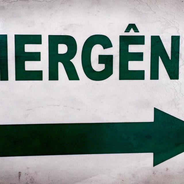 """Sign Indicating Emergency ( written Portuguese)"" stock image"