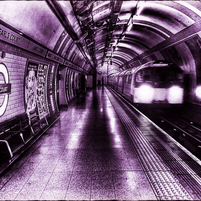 """""""Earl's Court underground station platform showing Piccadilly line train approaching, Royal Borough of Kensington and Chelsea, Central London, England, United Kingdom, Europe"""" stock image"""