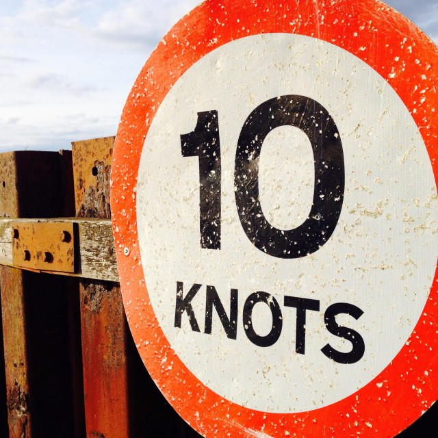 """""""10 Knots river speed limit sign, Bawdsey Ferry Suffolk UK"""" stock image"""