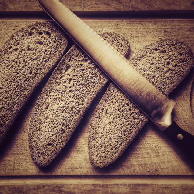 """Breadboard with wholemeal bread and breadknife"" stock image"