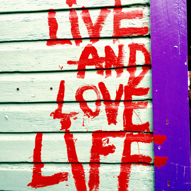 """""""Graffiti that reads live and love life"""" stock image"""