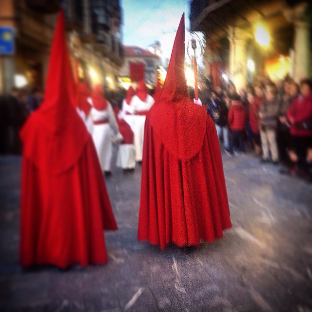 """""""Penitents wearing red capes and pointed hoods during Easter Holy Week in Astorga, Maragateria, Leon,Spain"""" stock image"""