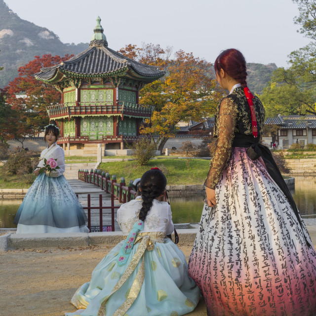 """SEOUL - OCTOBER 21, 2016: Autumn at Gyeongbokgung Palace in Seoul,Korea.Young..."" stock image"
