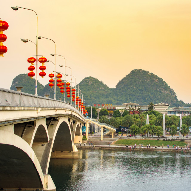 """GUILIN, CHINA - SEPTEMBER 22, 2016: Bridge over Li river in the"" stock image"