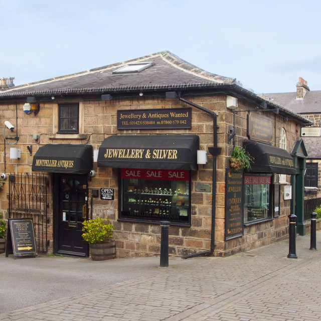"""""""Montpellier Antiques, shop selling antiques and jewellery in the"""" stock image"""