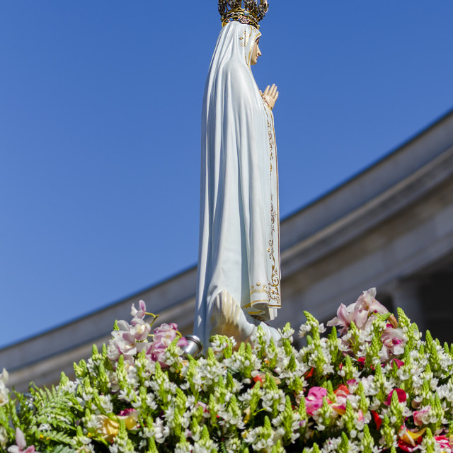 """""""The Statue of the Virgin Mary at the Sanctuary of Fatima during the celebrations of the apparition of the Virgin Mary in Fatima, Portugal."""" stock image"""