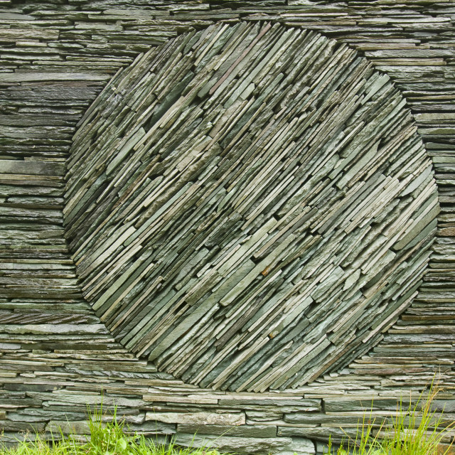"""""""An Andy Goldsworthy art instalation in a sheep fold at Tilberthwaite in the..."""" stock image"""