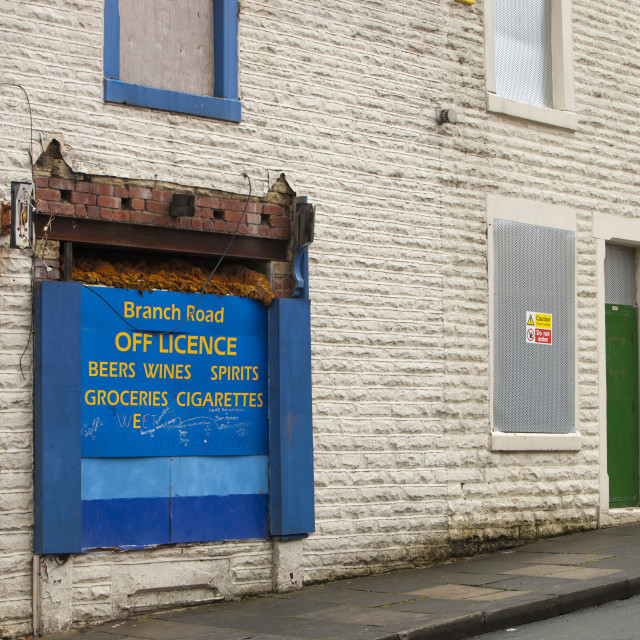 """""""Boarded up terraced houses and a shop in the Burnley Wood area of Burnley,..."""" stock image"""