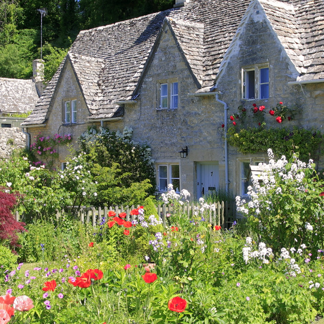 """Cottage gardens, Bibury village, Gloucestershire Cotswolds, England, UK"" stock image"