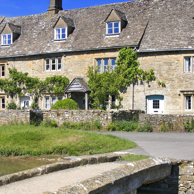 """""""Cottages, river Windrush, Lower Slaughter village, Gloucestershire Cotswolds,..."""" stock image"""