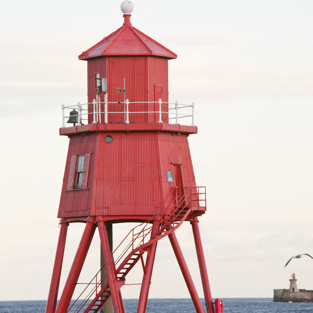 """Herd Groyne a small lighthouse at the mouth of the river Tyne in south..."" stock image"