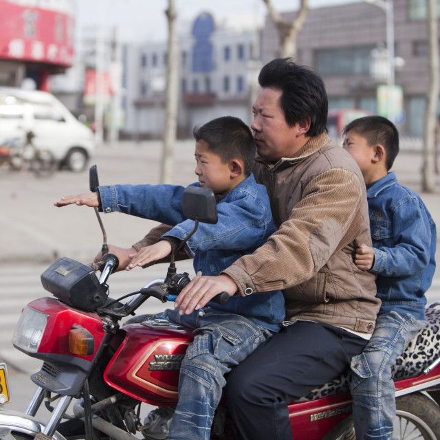 """""""A father and two sons on a motorbike in Xian city, northern china, none of..."""" stock image"""