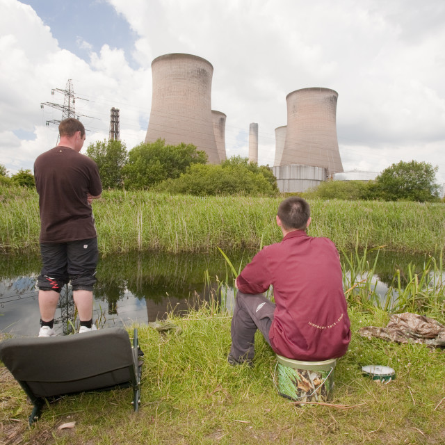 """""""Fishermen in front of Fiddlers Ferry coal fired power station near..."""" stock image"""