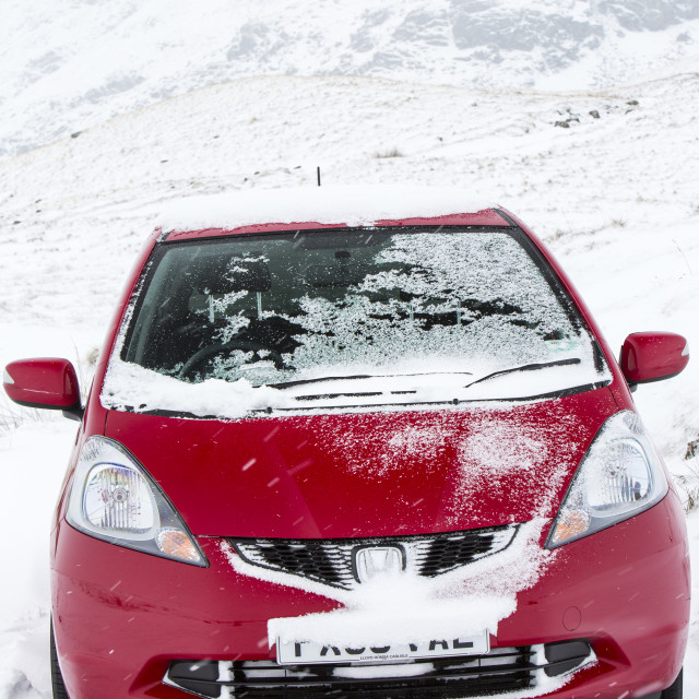 """""""A car stuck on the summit of Wrynose Pass in the Lake District at 1300 feet."""" stock image"""