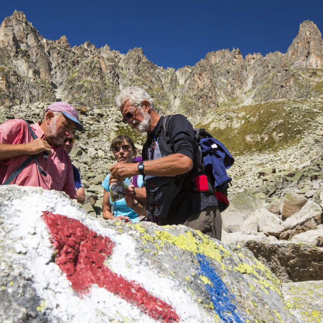 """An arrow pointer on the rock in Val D' Arpette in the Swiss alps on the Tour..."" stock image"