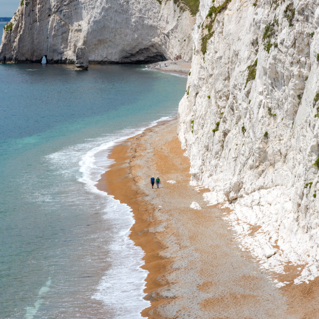 """""""Senior couple walk down the beach and high cliffs in Dorset, Eng"""" stock image"""