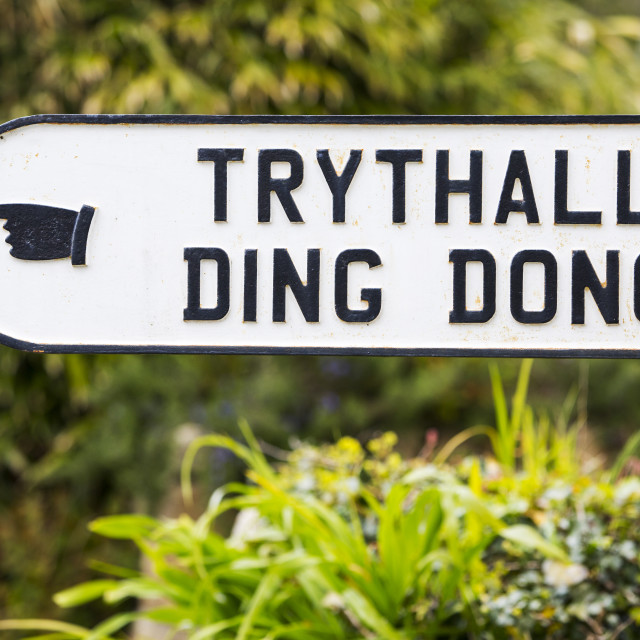"""""""A road sign to the bizarely named Ding Dong near Penzance in Cornwall, UK."""" stock image"""