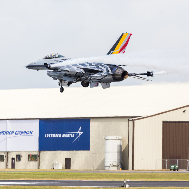"""""""Belgian F-16 Blizzard bumps and goes at RIAT17"""" stock image"""