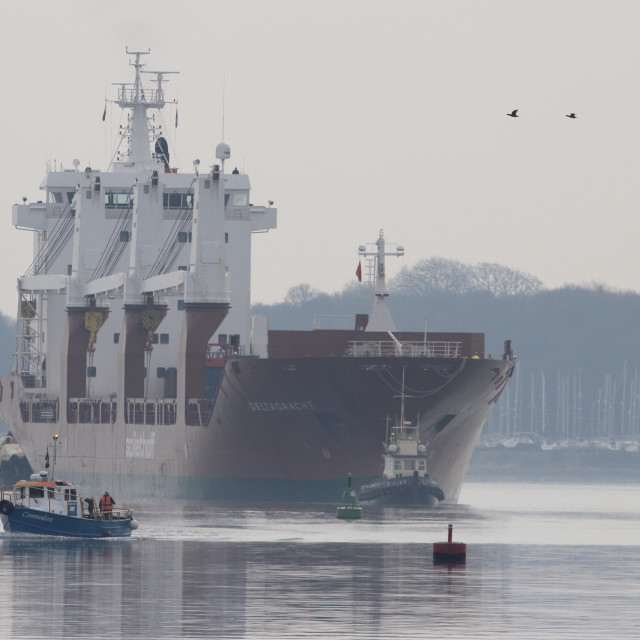 """Ship heading up River Orwell towards Ipswich"" stock image"