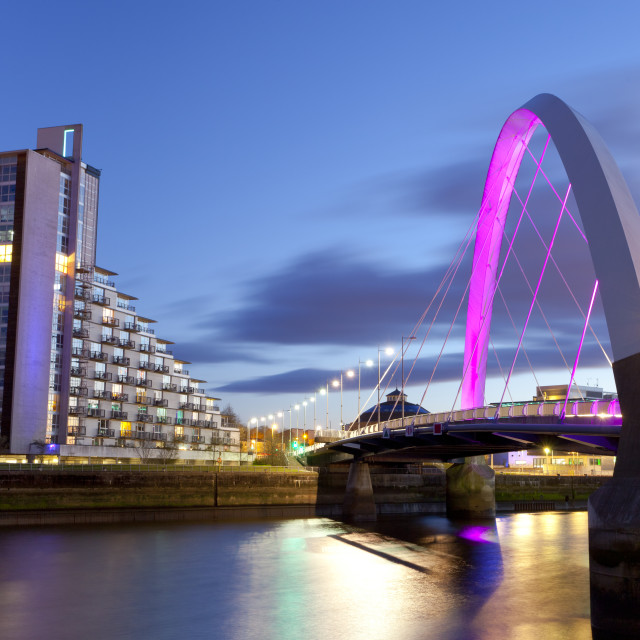 """Clyde Arc (Squinty Bridge) and residential flats, River Clyde, Glasgow,..."" stock image"