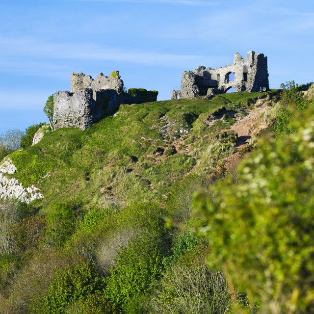 """""""Pennard Castle overlooking Three Cliffs Bay, Gower, Wales, UK"""" stock image"""