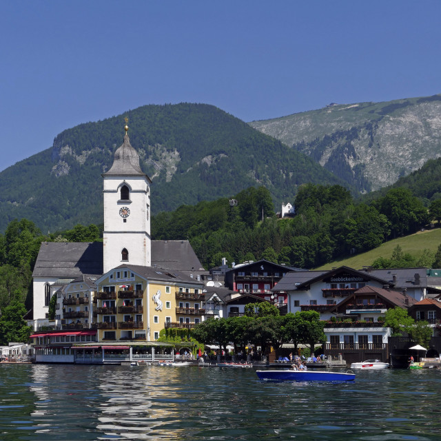 """""""Pilgrimage Church and Hotel Weisses Roessl, St. Wolfgang, Lake Wolfgang,..."""" stock image"""