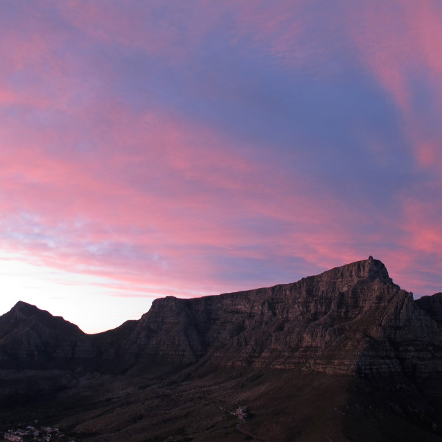 """""""pink clouds at sunrise over Table Mountain, Cape Town, South AfricaJune 18,..."""" stock image"""